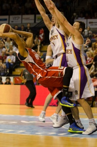 Some of the action from the Hawks Kings game in Wollongong last night. PHOTO: Warren & Diana Ackary.