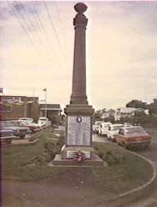 The Bulli War Memorial at its original location at the corner of Hopetoun Street and the Princes Highway.