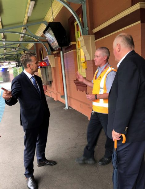 Transport Minister visits Helensburgh to promise more railseats
