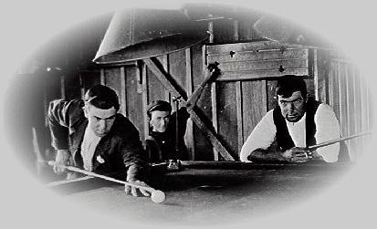 Tom Richards (right) of Thirroul playing billiards in the Thirroul saloon about 1925.