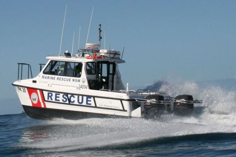Child's body found in capsized boat off Bulli, search for missing mancontinues